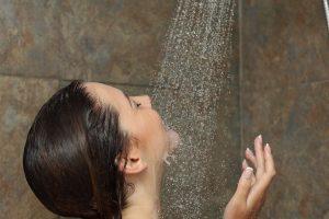 beneficios de tomar una ducha