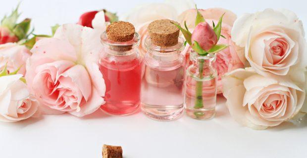 Agua de rosas: la vieja confiable en el cuidado de la piel